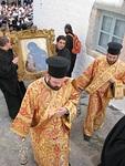 Johannes Teologin ikoni tuodaan Agia Levia-aukiolle kiirastorstaina.