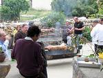 Paaston aika on takana ja nyt grillataan ja syödään vuohen lihaa.