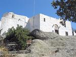 Ilmestyskirjan luolan päälle on rakennettu useita kirkkoja.