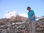 Oppaana Patmoksella toimii Thorleif Johansson, Tusse, tässä profeetta Elian vuorella.