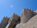 Jyhkeät muurit suojelivat merirosvoilta.