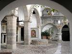 Johanneksen luostarin sisäpiha on aamuisin rauhallinen.