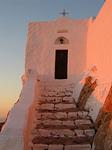 Profeetta Elian luostari saaren korkeimmalla kohdalla.